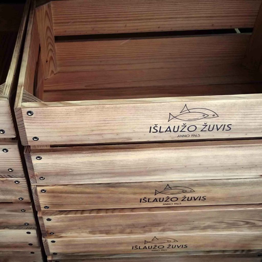 Graviruotos medinės dėžutės